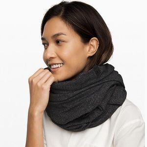 Lululemon Vinyasa scarf black and white